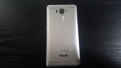 ZenFone3 Laserの高級感あふれる外観 7