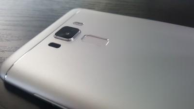 ZenFone3 Laserの高級感あふれる外観 8