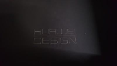 蓋裏「HUAWEI DESIGN」の文字がありめちゃめちゃかっこいい