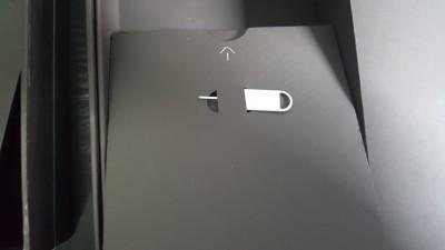 Mate9のSIMピンはなんと左の箱の裏