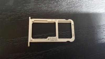 Mate9のSIMスロットは右側がトレイ1、左側がトレイ2or microSDカード