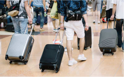セゾンブルー・アメリカン・エキスプレス・カードを持っていれば、羽田・成田・関空・中空から自宅へ一つ荷物を無料で送ることができます。2