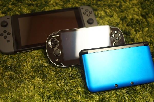 Nintendo Switchの大きさと重さを他の携帯ゲーム機と比較してみた-1